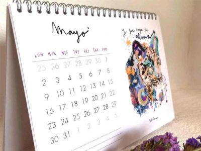 Calendario de mesa brava y colorida-002